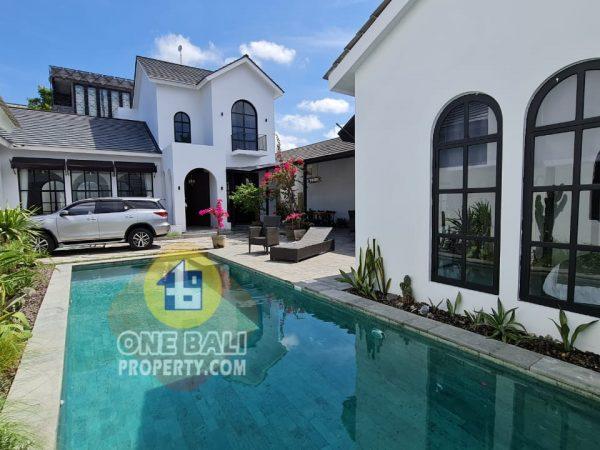 Rumah mewah gaya mediteranian di Tegal cupek, Umalas Bali-Id1bp163